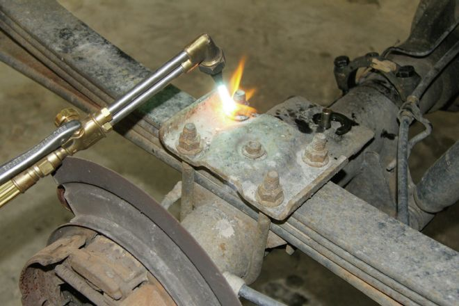cutting-rusty-bolts-with-torch.jpg