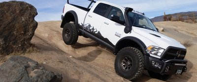 06_AEV-Prospector-XL-Off-Road.jpg